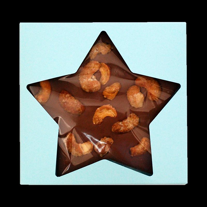 Sterntafel mit gebrannten Cashewkernen in Geschenkverpackung